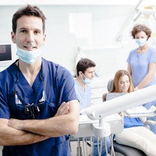 какая имплантация зубов лучше одномоментная или классическая